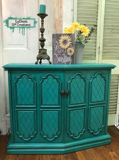 This color is a mix of Dixie Belle Paint Company's Pure Ocean, Peacock, The Gulf and Kudzu, until I got the color I was looking for. Also, so thankful for the new Dixie Belle Paint Company's clear BOSS product that wiped out a bleed-thru on the inside so I didn't have to repaint the whole inside after I found it! Love Dixie Belle paint products! #ladonsrecreations #dixiebellepaintcompany
