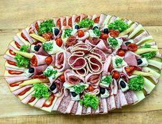 Obložená mísa mix druhů uzenin, sýrů a zeleniny pro Vaše oslavy. www.cukrovi-kuncovi.cz Vegetable Pizza, Vegetables, Food, Essen, Vegetable Recipes, Meals, Yemek, Veggies, Eten