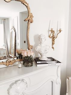 Dried Home Décor by Pampas Gal Simply chic✨ 〰️ styled by @jadorelexiecouture #driedflorals #driedarrangements Parisian Room, Parisian Decor, Parisian Apartment, Parisian Style Bedrooms, Gold Aesthetic, Classy Aesthetic, Aesthetic Room Decor, Room Ideas Bedroom, Bedroom Themes