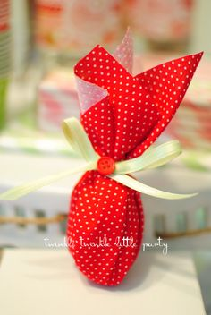 Strawberry party - take home favors super easy tutorial, no sewing by Twinkle Twinkle Little Party