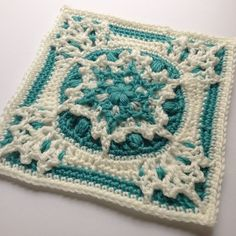 9 Inch Crochet Afghan Square Free Pattern and Video Tutorial. A 9 inch square afghan block variant of the Blizzard Warning! 2015 - FREE Afghan Square Pattern - Blizzard Warning Square - A blizzard is coming! But these fluffy snowflakes won't chill Grannies Crochet, Crochet Squares Afghan, Crochet Blocks, Hexagon Pattern, Granny Square Crochet Pattern, Crochet Motif, Free Crochet, Knit Crochet, Granny Squares