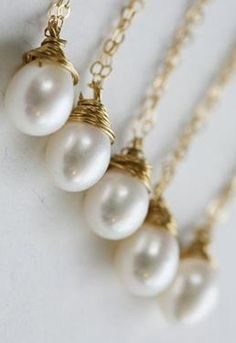 bridesmaid necklaces. gorgeous!