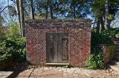 Mount Vernon - Old George Washington Tomb