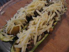 Täytetyt kesäkurpitsat Zucchini, Cabbage, Tacos, Mexican, Vegetables, Ethnic Recipes, Food, Vegetable Recipes, Eten