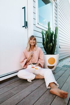 Ellie Bullen is a author, nutritionist and world traveller. Step inside her brand new home and explore how she has created the perfect beach side sanctuary. Hot Tub Backyard, Painted Pots, Hand Painted, Fresh And Clean, Step Inside, Beach Scenes, Round Dining Table, Inspired Homes, Beautiful Beaches