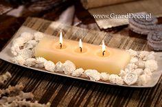 Potrójna świeca zapachowa rustykalna w aranżacji z kwiatkami sola