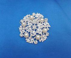 Brose deosebite in forma de floare cu perle forma inima Brooch, Jewelry, Fashion, Bead, Moda, Jewlery, Jewerly, Fashion Styles, Brooches