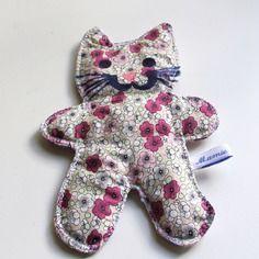 Doudou plat forme de chat en coton fleuri