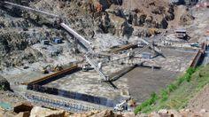 エチオピアのオモ(Omo)渓谷に建造が進むギベ3(Gibe III)ダム(2012年5月22日撮影)。(c)AFP/JENNY VAUGHAN ▼11Jun2012AFP|世界最大の砂漠湖を脅かす隣国のダム、ケニア http://www.afpbb.com/articles/-/2883441 #Gibe_III