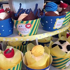 Goodnight Moon cupcakes - fondant toppers from Caked By Kate, cupcake wrappers from Chickabug