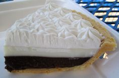 Hawaiian Chocolate Haupia Pie: Haupia is a sweet, gelatinous Hawaiian dessert made with coconut milk. A chocolate haupia pie combines the popular dessert with fudgy chocolate goodness and a flaky fresh-baked pie crust for an even more delectable dessert. Hawaii Desserts, Just Desserts, Delicious Desserts, Yummy Food, Chocolate Haupia Pie Recipe, Chocolate Pies, Haupia Recipe, Chocolate Rain, Dessert Chocolate