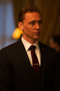 Tom Hiddleston as Jonathan Pine in The Night Manager. Full size image: http://www.tomhiddleston.us/gallery/albums/userpics/10001/TNMStill002.jpg Source: Tom Hiddleston Fans http://www.tomhiddleston.us/gallery/displayimage.php?album=632&pid=24973#top_display_media