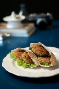 Ensinamos uma receita incrível de Falafel, um Bolinho de Grão de Bico super leve e saudável, além de prático de fazer!