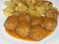 Concha cocina: ALBÓNDIGAS EN SALSA ESPAÑOLA Spanish Dishes, Spanish Tapas, Spanish Meatballs, Cooking Time, Cooking Recipes, Meatball Sauce, Kitchen Dishes, Food Preparation, Mexican Food Recipes