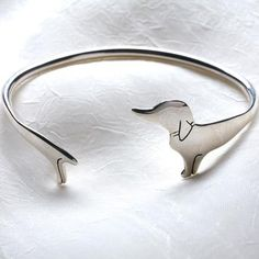 Doxie bracelet...I want this!!! Been thinking of doing this as a tattoo around my ankle :)