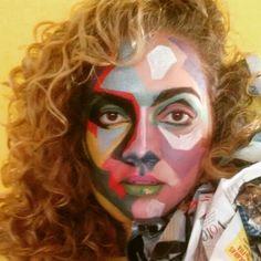 A maquiadora Nalva Melo foi buscar inspiração nas artes plásticas com referências do movimento Pop Art que se tornou mundialmente conhecido através das obras de Andy Warhol. Para a maquiagem foram utilizadas sombras minerais Mary Kay e Kryolan, ambas intensificadas com água e glicerina líquida. O efeito... vejam vocês mesmas. Quero me emoldurar. Pode produção?! #Carnaval #marykaybrasil #manualbuquerqueconsultora #nalvamelo #cafesalao
