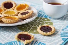 Perfect for baking with your kids, these queen cakes are simple to make and are a delicious afternoon treat! Odlums Recipes, Irish Recipes, Tart Recipes, Baking Recipes For Kids, Baking With Kids, Queen Cakes, Jam Tarts, Sugar Free Vegan, Dairy Free Eggs