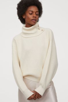 Boxy-style, long-sleeved jumper in a rib knit containing some wool. Polo neck with large metal and imitation pearl buttons, and ribbing at the cuffs and hem Holiday Party Outfit, Valentine's Day Outfit, Denim Trends, Polo Neck, Fashion Company, Cashmere Sweaters, Knit Sweaters, Mannequin, Lady
