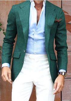 Channel your inner British gentleman and make a dark green blazer and beige dress pants your outfit choice. Mens Fashion Blog, Fashion Mode, Mens Fashion Suits, Look Fashion, Mens Suits, Dapper Suits, Elegance Fashion, Suit Men, Fashion Photo