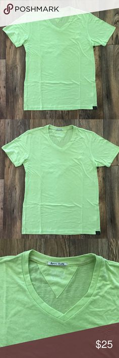 Tom Tailor Men T Shirt Urban Fashion V Neck Tom Tailor Men T Shirt Urban Fashion V Neck T Shirt Size XL  Color = Green ( See the Photos )  Brand: Tom Tailor  Size = XL*  *For Best Fitting   Length = 29 Inches Armpit to Armpit = 21 Inches  100% Cotton 100% Authentic Supreme Quality Tom Tailor Shirts Tees - Short Sleeve