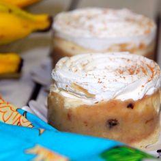Mini Maravilha de Banana: Pão de ló, recheado de delicioso creme flambado de banana com leite condensado. Cobertura de chantilly e canela em pó.  #love #DiNorma #instagood #photooftheday