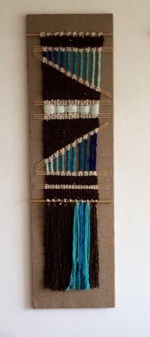 Tapices, telares y cojines elaborados con lanas naturales del sur de Chile... diseños exclusivos y contemporáneos que aportan elegancia y calidez a tus ambientes. Weaving Textiles, Weaving Art, Weaving Patterns, Tapestry Weaving, Loom Weaving, Wall Tapestry, Hand Weaving, Weaving Wall Hanging, Creative Textiles
