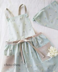 Sewing Hacks, Sewing Projects, Princess Aprons, Spring Outfits, Kids Outfits, Kids Apron, Drawing Clothes, Diy For Kids, Sewing Patterns