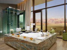 Фантастические ванные с видом на горы