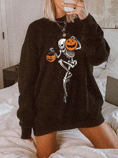 Halloween Fashion, Halloween Outfits, Fall Outfits, Cute Outfits, Trendy Halloween, Fall Halloween, Skull Pumpkin, Halloween Sweatshirt, Printed Sweatshirts
