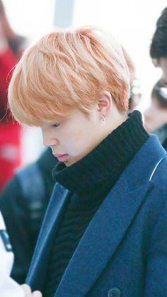 He is so cute afffI wish i can dieee✨