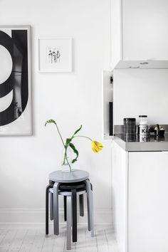 A Scandinavian Home with a Modern Monochrome Interior - Nordic Design Scandinavian Interior, Home Interior, Scandinavian Style, Kitchen Interior, Interior Styling, Interior Design, Scandi Style, Interior Modern, Interior Paint