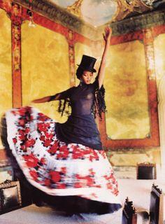 floral-mother-of-god:  Naomi Campbell by Ellen von Unwerth Vogue...