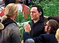 Tom Hiddleston and Chris Hemsworth on the set of Thor: Ragnarok in Brisbane, Australia (22.08.2016) Video: https://vimeo.com/179771302