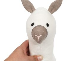 Anleitung: Süßes Lama aus Molton nähen - buttinette Blog Kids Toys, Pikachu, Hello Kitty, Bunny, Dolls, Pillows, Lamas, Fictional Characters, Blog