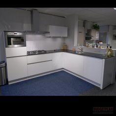 Budgetplan Greeploze hoekkeuken compleet met inbouw apparatuur, werkblad, spoelunit, mengkraan, en verlichting, Afm : 275 X 231 CM