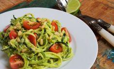 Courgetti is pasta gemaakt van courgette. Probeer dit frisse en gezonde recept. Deze courgetti met avocado pesto is makkelijk en perfect voor de zomer.