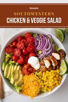 Southwestern Chicken and Veggie Salad Heart Healthy Recipes, Healthy Salad Recipes, Lunch Recipes, Healthy Dinners, Easy Dinners, Skinny Chicken Recipes, Skinny Recipes, Perfect Salad Recipe, Southwestern Chicken