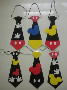 New craft birthday party ideas mickey mouse Ideas Mickey Mouse Crafts, Fiesta Mickey Mouse, Mickey Mouse Parties, Mickey Party, Mickey Mouse Clubhouse, Theme Mickey, Mickey Mouse Birthday, Mickey Minnie Mouse, Mickey Mouse Outfit
