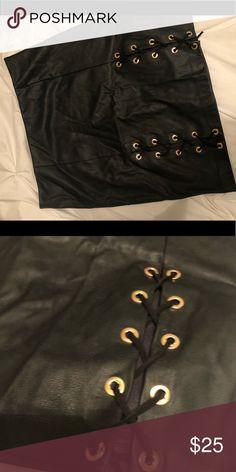 Black faux leather detailed skirt. Black faux leather detailed skirt. Skirts Mini