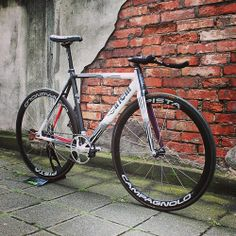 Cinelli MASH Parallax custom buildup with Campagnolo Pista wheel set and matching Record Pista crankset. Some other parts from DEDA, San Mar...