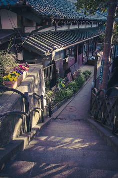 In love with Japan Japanese Landscape, Japanese Architecture, Fantasy Landscape, Landscape Photos, Aesthetic Japan, Japanese Aesthetic, Street Photography, Landscape Photography, Awesome