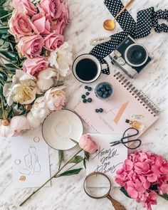 Fifty shades of pink 💕 Photo by via Spring Photography, Coffee Photography, Creative Photography, Flat Lay Photography Instagram, Coffee And Books, Coffee Love, Flatlay Instagram, Jo And Judy, Book Flatlay