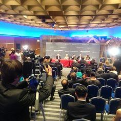 Ingen afgørelse uden pressemøde. #weoy #dkbizjournalist @buchlarsen