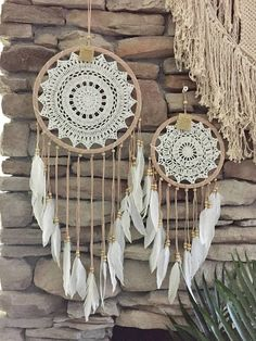 Super Ideas for crochet doilies dreamcatcher diy dream catcher Doily Dream Catchers, Dream Catcher Craft, Dream Catcher Boho, Small Dream Catcher, Dream Catcher Bedroom, Interior Design And Technology, Gypsy Crochet, Crochet Dreamcatcher, Futuristic Interior
