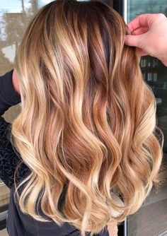Balayage Hair HAIR Modern Buttery Blonde Balayage Hair Colors Highlights in 2019 Blonde Hair With Roots, Honey Blonde Hair, Golden Blonde Hair, Blonde Hair With Highlights, Hair Color Balayage, Red Hair With Ombre, Reddish Blonde Hair, Copper Blonde Hair, Balayage Hair Honey