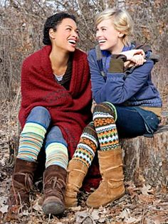 I suddenly NEED those knitted knee high sock things (leg warmers?)