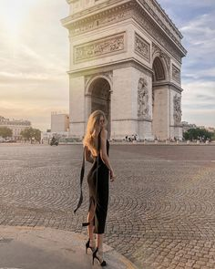"""""""Being stylish is about enjoying your life and expressing yourself and your inner light. Classy Aesthetic, Travel Aesthetic, Aesthetic Girl, Estilo Gigi Hadid, Look Fashion, Fashion Outfits, Mademoiselle, Parisian Chic, Dream Life"""
