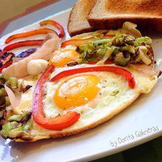 Tu puedes elegir entre dos huevos fritos o dos huevos fritos con todo, sin dejar aun lado la salud!  #DoritaCooks Llena de sabor tu plato:...
