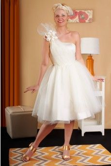 Dolly Couture specializes in cocktail-length, short wedding dresses reminiscent of the 1950s and Early 60s. Since 2007, Dolly Thicke's designs have celebrated.