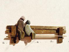 Канадката Шарон Ноулан (Sharon Nowlan) създава минималистични картини от камъчета, клонки, черупки, морско стъкло, както и всякакви други неща, които намери в природата.Всяка картина на Шарон е уникат, нямащ дубликат.